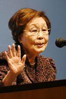 戦争体験や林家三平さんの思い出などについて話す海老名香葉子さん=アスティとくしま