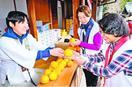 ミカン手渡しお接待 霊山寺で和歌山の住民団体