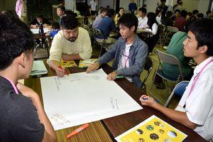 小松島の活性化策について意見を交わす参加者=小松島みなと交流センターKocolo