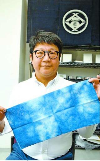 「アベノマスク」を藍染ハンカチと交換 徳島市の会社、行政や医療機関に寄付