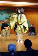 幽玄な舞を堪能 徳島・美馬町の安楽寺で能楽鑑賞会
