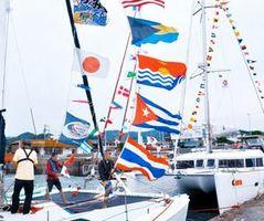 9月中旬、愛媛県沖の弓削島に立ち寄った瀬戸内国際ヨットラリーの参加艇(長距離航海懇話会提供)