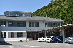 ツアー中に教習を受ける徳島かいふ自動車学校=海陽町高園