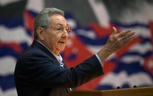 演説するラウル・カストロ氏=2016年4月、キューバの首都ハバナ(AP=共同)