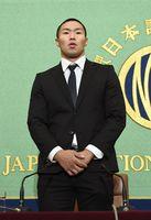 反則問題を巡り、記者会見する日本大学の宮川選手=22日午後3時3分、東京都内の日本記者クラブ