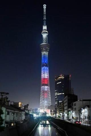 東京スカイツリーが星条旗色に