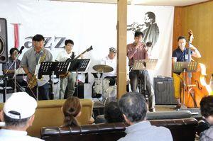 アマチュアバンドなどが熱演したマウント高越ジャズフェスティバル=吉野川市山川町