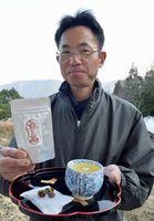 阿波晩茶の変わり種商品「福玉茶」を開発した松下さん=上勝町生実