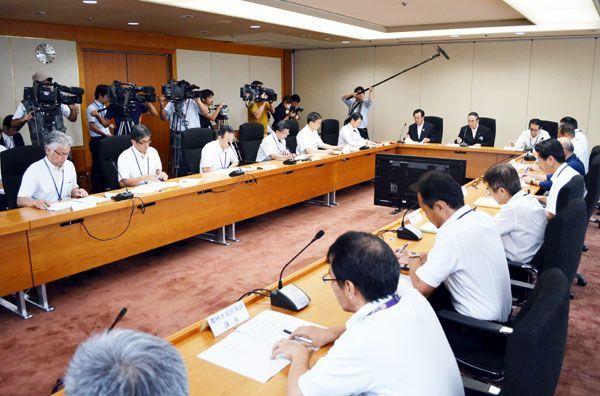 北朝鮮の弾道ミサイル発射を受けて徳島県幹部が対応を協議した危機管理会議=県庁