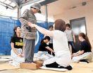 無病息災願い「砂灸」 徳島市の農家で伝統行事