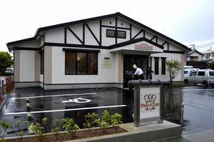 27日にオープンする「パン・ヴィ・ザン」。建物の裏側に災害用備蓄倉庫が併設されている=徳島市鮎喰町1