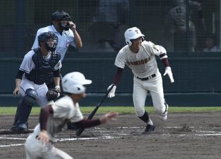富岡西が決勝進出 高校野球徳島大会 池田に七回コールド勝ち(複数写真)