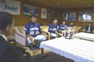 インディゴ選手らが優勝報告 県庁訪問
