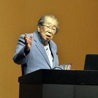 「新老人の会」徳島支部主催の講演会で話す当時102歳の日野原さん=2014年1月、徳島市のあわぎんホール