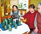 藍に染まったカップや花瓶 「秋工芸」が展示販売 徳…