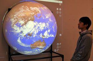地球などを立体的に映し出すダジック・アース=阿南市那賀川町上福井の市科学センター