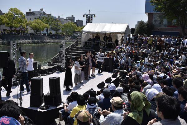 5月に行われた「マチ★アソビ」の開幕式=徳島市内