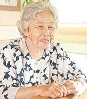 空襲の体験を振り返る伊藤さん=徳島市下助任町2の自宅