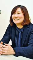 「藍染は徳島だけの文化ではない。生徒にいろいろな世界を知ってほしい」と話す青木真理さん