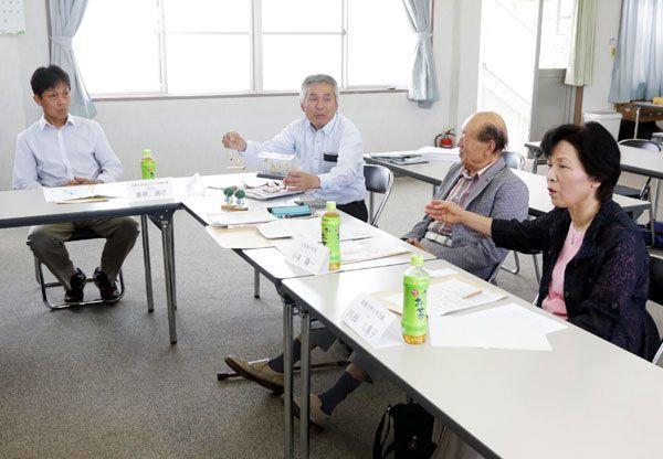 実行委の初会合で事業計画案について意見交換する委員ら=阿南市の那賀川町商工会館(2018年5月25日)