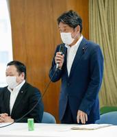 弾道ミサイル防衛に関する自民党の検討チームの初会合で、あいさつする小野寺元防衛相=30日午後、東京・永田町の党本部