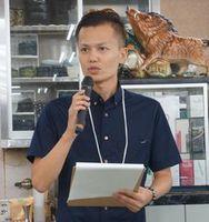 白血病支援のチャリティーマージャン大会で思いを語る山口さん=8月、東京(山口さん提供)