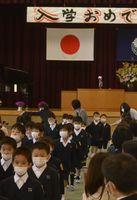 「密」を避けて行われた入学式=吉野川市