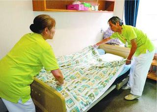 【長寿のあした】第2部 何歳まで働きますか〈5〉介護助手 シニア層の雇用進む