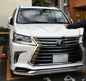 盗難被害に遭いそうになったトヨタ自動車の高級車ブランド「レクサス」のSUV「LX」=2日、愛知県内(ナンバープレートを画像加工しています)