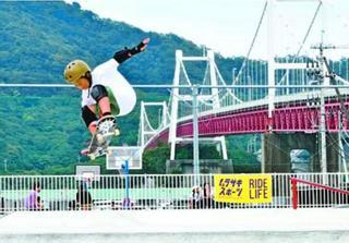 スケボーの技・美しさ競う 鳴門で中四国アマ選手権