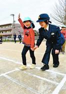 名西署が安全教室 加茂名幼稚園児が交通ルール学ぶ