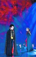 システィーナ歌舞伎「NOBUNAGA」で観客を魅了した片岡さん(左)と舞羽さん=大塚国際美術館