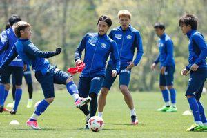 名古屋戦に備え、軽めのメニューで調整する徳島の選手たち=徳島スポーツビレッジ