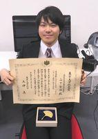 本年度の東大総長賞を受賞した山下さん=東京・本郷