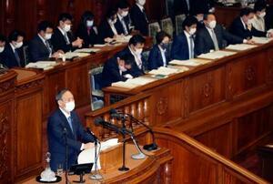 第204通常国会が召集され、衆院本会議で施政方針演説をする菅首相=18日午後
