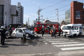 重体の女性2人死亡 介護施設送迎車と乗用車衝突 4人が重軽傷 徳島・鳴門
