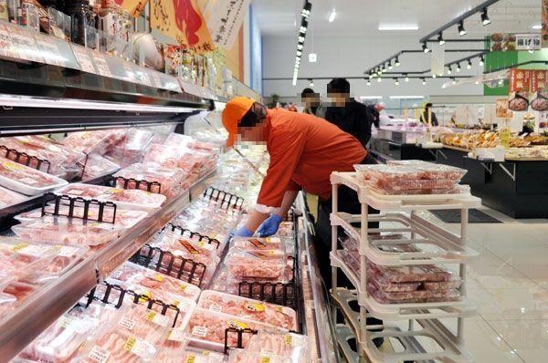 精肉などの生鮮食品も扱うダイレックス沖浜店=徳島市内