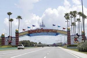米フロリダ州のディズニー施設の入り口=7月(AP=共同)