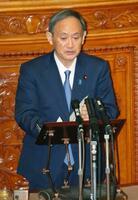 参院本会議の代表質問で答弁する菅首相=30日午前