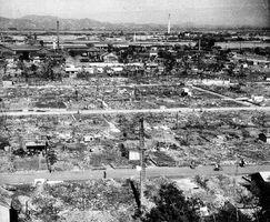 徳島大空襲直後に撮影された徳島市佐古地区周辺の被害の様子。姫路市平和資料館の企画展で展示されている(徳島県立文書館提供)