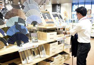 「父の日」商戦が本格化。特設売り場にはプレゼント用の商品が並ぶ=徳島市のイオンスタイル徳島