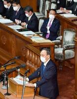 第204通常国会が召集され、衆院本会議で就任後初めての施政方針演説をする菅首相=18日午後