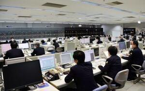 東海道・山陽新幹線の運行を管理する第2総合指令所=5日午前、大阪市