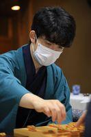 2冠目のタイトル奪取に王手をかけた藤井聡太棋聖=5日午後8時1分、神戸市