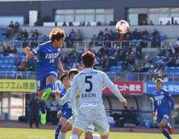 徳島対長崎 後半12分、1-1の同点となるヘディングシュートを決める渡=鳴門ポカリスエットスタジアム