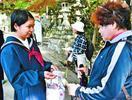 箸蔵寺で池田支援学校生が接待