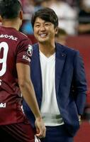 札幌に勝利し笑顔を見せる神戸の三浦新監督=ノエスタ