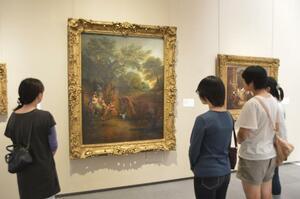 名画の世界を楽しむ子どもたち=県立近代美術館