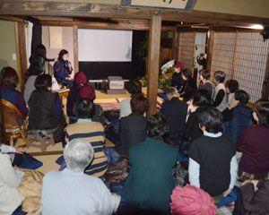 大分県臼杵市の有機農法をめぐる取り組みを追ったドキュメンタリー「100年ごはん」の上映会=上板町佐藤塚