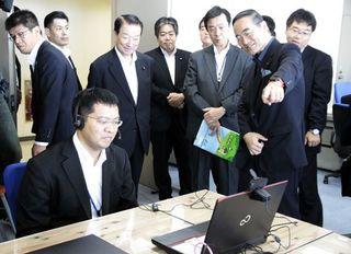 江崎担当相が来県 徳島県庁の消費者庁オフィスを視察